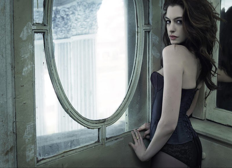Anne Hathaway in Catwoman Costume For Batman Pictures | POPSUGAR ...